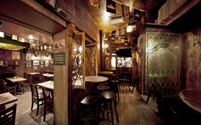 McKibbins Irish Pub: Montreal's original Pub & Bar  | McKibbin's 4 à 8! | McKibbins Irish Pub is the Montreal Irish Pub & Bar. The best bar & pub food in the Montreal area with an irish twist, live bands & over 24 beers on tap.