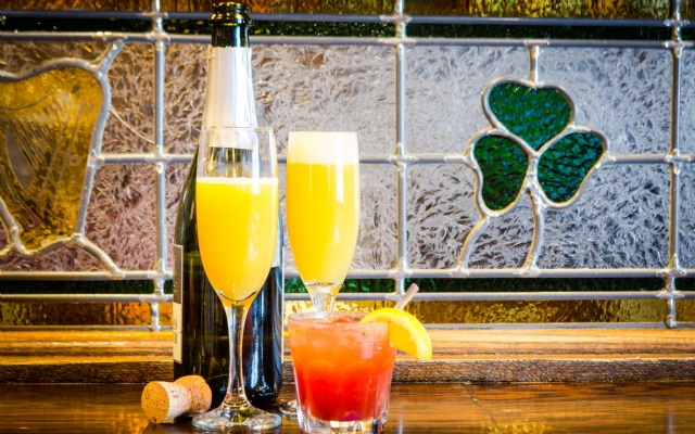 McKibbins Irish Pub: Montreal's original Pub & Bar  | Brunch Fin de Semaine! | McKibbins Irish Pub is the Montreal Irish Pub & Bar. The best bar & pub food in the Montreal area with an irish twist, live bands & over 24 beers on tap.